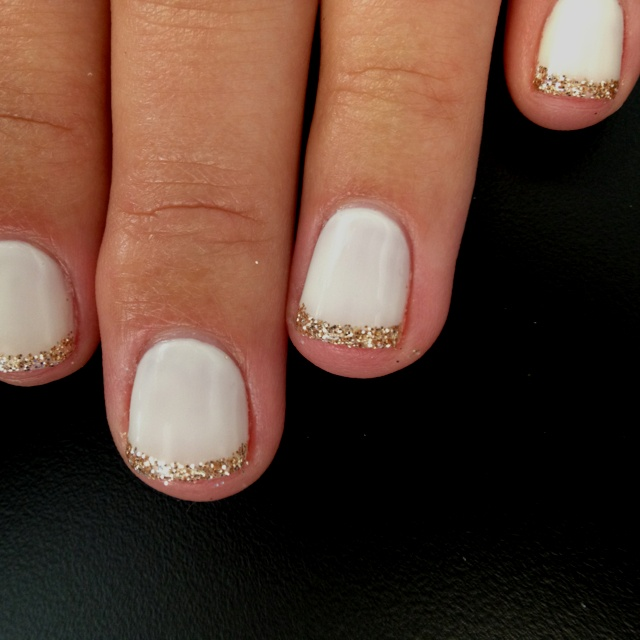 The Quintessentialsfriday five {5 new year\'s eve nails to try} - The ...